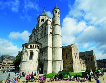 Brocante La Collégiale Ste Gertrude de Nivelles © A. Kouprianoff