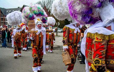 carnaval de Perwez - les gilles © CCP